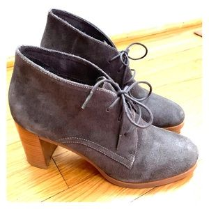 JOHNSTON & MURPHY SUEDE ANKLE BOOTS